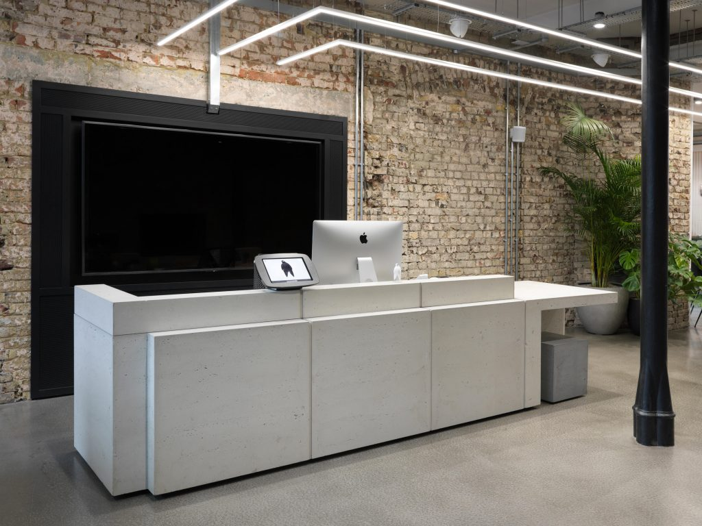 volume-desk-2-isomi-Volume-concrete-reception-desk-Phantom-fam-g-arcit18